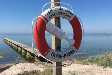 Brygga och livboj i Kvarnåkershamn